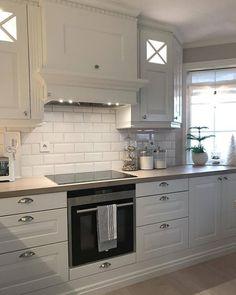 Design is knowing which ones to keep. Interior Design Hd, Dark Counters, Modern Kitchen Design, Kitchen And Bath, Kitchen Interior, Kitchen Remodel, Sweet Home, Kitchen Cabinets, House