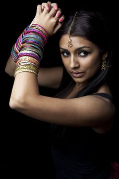 Portrait of an aspiring bollywood dancer~ The eyes are so sultry! Colorful Fashion, Asian Fashion, Fairytale Dress, Beauty Around The World, India People, Exotic Beauties, Just Dance, Belly Dance, Indian Beauty