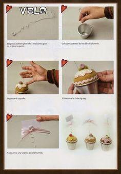 Moldes para imprimir: Boneca halloween e florzinha para bolinho de biscuit passo a passo Cupcakes, Baby Crafts, Halloween, Biscuits, Place Cards, Place Card Holders, Diy, Fabric Dolls, Molde
