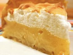 The lemon zest and orange juice in this super tart lemon meringue pie play together to create the perfect balance between sweet and tart. Not too rich, this dessert is the perfect light finish to … Banting Desserts, Banting Recipes, Diabetic Recipes, Healthy Recipes, Lemon Recipes, Pie Recipes, Dessert Recipes, Recipies, Lemon Meringue Pie