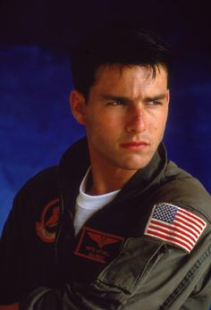 Still of Tom Cruise in Top Gun (1986) http://www.movpins.com/dHQwMDkyMDk5/top-gun-(1986)/still-3570508800
