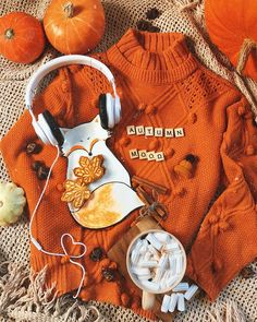 """FALL AND HALLOWEEN: """"🍁🍂If I had a picture to describe my Fall feelings. Also this is not my photo. Autumn Flatlay, Hygge, Happy Sunday Everyone, Autumn Aesthetic, Autumn Cozy, Autumn Photography, Book Photography, Hello Autumn, Autumn Inspiration"""
