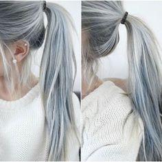 Si estás pensado hacerte un cambio radical de look, te presentamos la última tendencia: el cabello gris.Sí, tener el cabello plateado está de moda (por lo menos