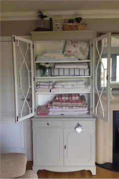 Love the colour of the cupboard Hardwick White no.5. An inspirational image from Farrow and Ball