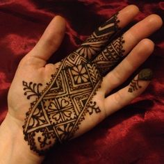 Moroccan- Round 1. Went for a band and bolder elements with this one. I love it and hope you will too!  please vote for me! Scarlet Bee Henna by Nicole DiMucci Potts