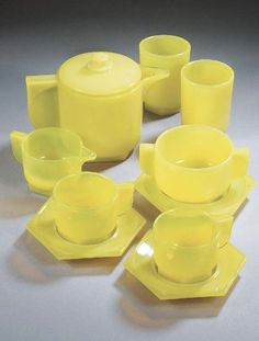 Leerdam persglas servies / Berlage & Piet Zwart Machine Age, Teapot, Kitchenware, 21st Century, Glass Art, Candle Holders, Cups, Art Deco, Pottery