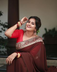 Very Beautiful Woman, Georgette Sarees, Tamil Actress, Bindi, Red Blouses, Beauty Women, Cute Girls, Sari, Actresses