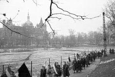 Az asszonyok tüntetése december Budapest, Hősök tere FOTO:Fortepan — ID 85716 Budapest Hungary, Old Pictures, Historical Photos, No Time For Me, Revolution, History, City, December 4, Places