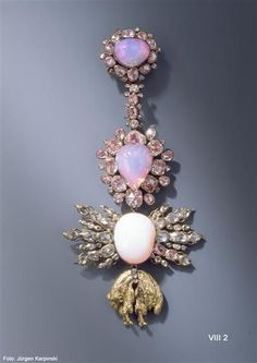Order of the Golden Fleece jewellery piece, 1724. Composed of three opal cabochons, 101 foiled rose diamonds, gold and silver.