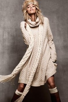 sweater-dress, scarf, and boots...please - j'adore cette robe-pull !!
