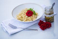 Pasta mit Rosenpesto