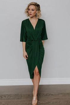 Mimi Midi Dress in Hunter Green - Cocktail Dress Making A Wedding Dress, Cheap Wedding Dress, Dresses To Wear To A Wedding As A Guest, Wedding Dresses, Pret A Porter Feminin, Dress Outfits, Green Dress Outfit, Rock Outfits, Couple Outfits