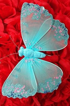 Butterfly Kisses, Butterfly Art, Kitsch, Butterfly Lighting, Nylon Flowers, Red Flowers, Red Cottage, Red And Teal, Aqua Color