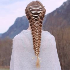 "7,146 Likes, 324 Comments - Mia & Linda (@aurorabraids) on Instagram: ""Corset braid on Elise✨ Love this look❤️"""