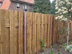 Tuinschermen gemaakt van schaaldelen lariks. Deze lariks planken geven uw tuinafscheiding, tuinhek of tuinoverkapping een robuust uiterlijk.