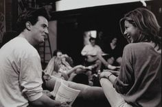 Adorable. Matthew & Jen behind the scenes of Friends