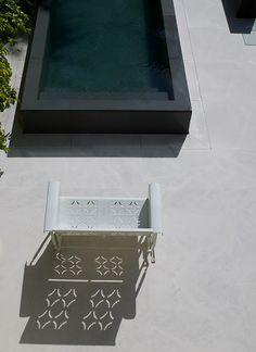 Gewaagd: zwart zwembad - SnOOp: John Rocha's oasis in Provence Jacuzzi, Dipping Pool, Living Divani, Swiming Pool, Pool Fashion, Modern Pools, Small Pools, Plunge Pool, Swimming Pool Designs