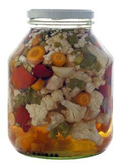 Vyskúšajte si urobiť pickles, nie je to žiadna veda! Serbian Recipes, Kimchi, Pickles, Broccoli, Cauliflower, Mason Jars, Canning, Dinner, Health
