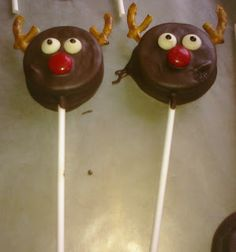 Nifty Thrifty & Thriving: Reindeer & Snowman Oreo Pops