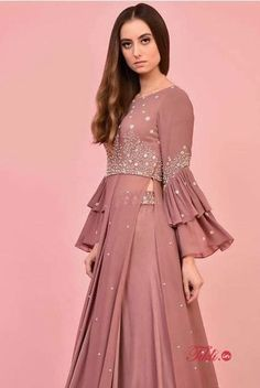 Party Wear Indian Dresses, Designer Party Wear Dresses, Indian Gowns Dresses, Kurti Designs Party Wear, Dress Indian Style, Indian Fashion Dresses, Lehenga Designs, Indian Designer Outfits, Pakistani Dresses