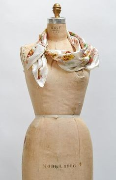 Welcome Breeze Scarf / vintage scarf / silk floral scarf Industrial Style Kitchen, Romantic Paris, Modern Hairstyles, Floral Scarf, Vintage Handbags, Silk Scarves, Vintage Accessories, Breeze, Hair Bows