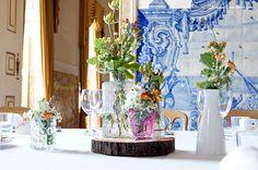 Lima Limão - festas com charme: Batizado da Leonor: rústico num cenário sumptuoso! Baptism Party, Glass Vase, Table Decorations, Elegant, Beautiful, Home Decor, Fiestas, Glamour, Christening Party