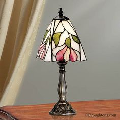 Tiffany OFF! Botanica Tiffany Bedside Lamp by Interiors Discover our ranges of Tiffany Lamp Art Deco and Traditional Lighting free delivery. Stained Glass Projects, Stained Glass Patterns, Stained Glass Lamp Shades, Lampe Art Deco, Tiffany Table Lamps, Lamp Table, Traditional Lighting, Traditional Design, Direct Lighting