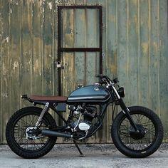 Barn burnin' Honda CG125 ripper built by Pedro Bacalhau over at Lab Motorcycles. #honda #cg125 #dropmoto #streettracker #hondacg #builtnotbought
