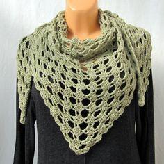 háčkovaný šátek trošku do zelenkava šátek háčkovaný z akryloné příze ze zahraničí.hodí se jako šál okolo krku nedo na přehození místo svetru. délka= šírka = hloubka=