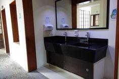 The Cranky Croc Hostel, Bogotá – Precios actualizados 2019 Hostel, Bathroom Lighting, Bathtub, Mirror, Furniture, Home Decor, Colombia, Bathroom Light Fittings, Standing Bath
