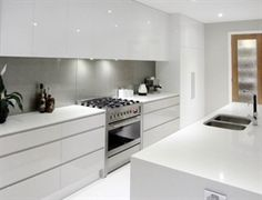 White cupboards, no handles, light grey splashback, all in one cooker Would prefer more colour White Kitchen Cupboards, White Gloss Kitchen, White Kitchen Backsplash, Glass Kitchen, Kitchen Cabinets No Handles, Kitchen Splashback Ideas, Kitchen Grey, Cupboard Handles, Ikea Kitchen