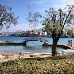 The little bridge in Agios Nikolaos, Crete. Photo cretids @theresedyrli