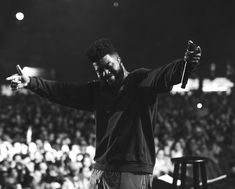 Listen to every Khalid track @ Iomoio Gray Aesthetic, Black And White Aesthetic, Music Covers, Album Covers, Ty Dolla Ign, Lil Yachty, American Teen, Latest Albums, Khalid
