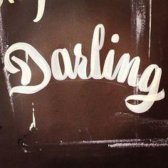 Darling by Otto Baum / KLUB7 #handlettering #brushlettering #ottobaum #klub7_artistcollective #makeyourownsign #darling #mackbrushes #berlin