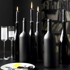 Wine Bottles painted black with black candles are perfect for Halloween. Roll black acrylic paint inside for the shiny type, black matte paint for the exterior.Orange and black candles for halloween, red / green Christmas. Halloween Dekoration Party, Table Halloween, Adult Halloween Party, Halloween Dinner, Halloween Crafts, Classy Halloween, Halloween Mantel, Halloween Mural, Halloween Table Decorations