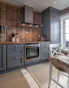 110 Awesome Kitchen Backsplash Remodel Ideas - Raine Corell - This Pin Dr Kitchen, Home Decor Kitchen, Rustic Kitchen, Awesome Kitchen, Kitchen Grey, Kitchen Ideas, Knotty Pine Kitchen, Log House Kitchen, Knotty Pine Walls