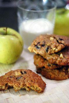 Peanut Butter & Apple Oatmeal Cookies  www.bluebonnetsandbrownies.com