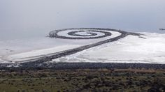 Spiral-jetty-from-rozel-point - Land Art – Wikipédia, a enciclopédia livre