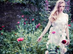 Amanda Seyfried for Vanity Fair Dec12, photographed by simon emmett and styled by hannah teane