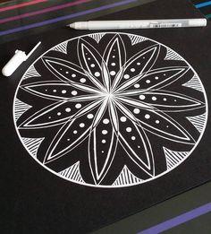 """1,065 kedvelés, 14 hozzászólás – Susanne Braun~Artist NL🌌 (@suuszen) Instagram-hozzászólása: """"A simple flower of life mandala. A video on how to make this mandala is available on my website…"""""""