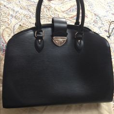 Louis Vuitton Pont Neuf GM mint condition Worn a couple of times like new Louis Vuitton Bags