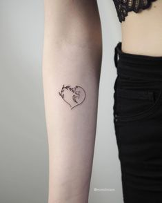 60 Tiny Tattoos That Demand Your Attention - Page 6 of 6 - Tattoo Style Tiny Tattoos For Girls, Small Tattoos, Tattoos For Women, Cool Tattoos, Pretty Tattoos, Awesome Tattoos, Mini Tattoos, Body Art Tattoos, Diy Tattoo