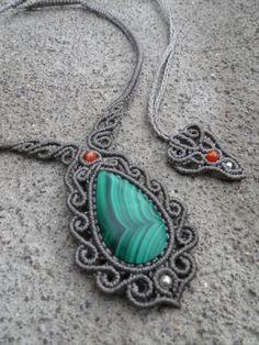 Tamaño de piedra de Malaquita collar de Macrame gris por LaQuetzal