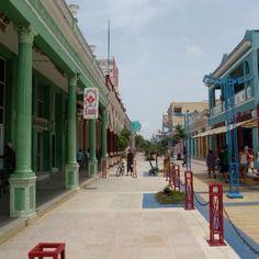 Ville de Moron, Cuba. J'ai marché sur ce trottoir. #kneelandmercado