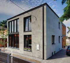 Rozbudowa domu. Metamorfoza domu kostki w dużą nowoczesną willę