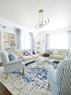 Dec 2019 - Looking for some simple ways to update your home in Here are 25 simple updates that won't break the bank---most of which can be done in a weekend. Rugs In Living Room, Home And Living, Living Room Sets, Living Room Designs, Living Room Furniture, Living Room Decor, Small Living, Coastal Living Rooms, Formal Living Rooms