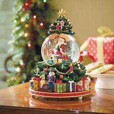 Splendid Santas Snow Globe
