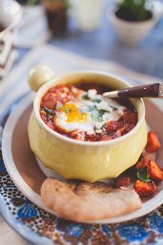 shakshuka moroccan baked eggs recipe // coco+kelley
