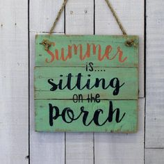 DIY Summer Signs Make your own wooden signs with some of my favorite fun summer inspiring ideas! Grab your tole paints and a slab of wood ladies! The post DIY Summer Signs appeared first on Pallet Diy. Wood Pallet Signs, Diy Wood Signs, Pallet Art, Wood Pallets, Pallet Boards, Small Pallet, Pallet Walls, Pallet Crafts, Diy Pallet Projects