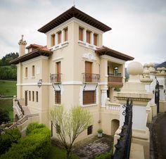VILLA ROSario Villas, Asturias Spain, Tourist Spots, Equestrian Style, Spain Travel, Wanderlust Travel, Indiana, Traveling By Yourself, Castle